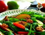 photo of a fresh spinach salad a natural source of folic acid