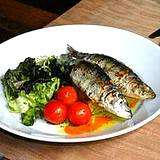 photo of a plate of sardines and vegetables a natural source of zinc